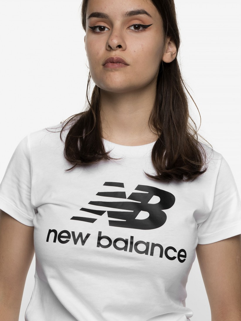 Camiseta New Balance Essentials Stacked Logo